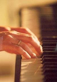 Hands piano